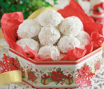 Snow ball cookies, image courtesy of bigger, bolder, baking